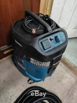Makita 447M 240v Wet and Dry Vacuum Dust Extractor Vac control hose M class